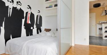 Интерьер маленькой спальни за перегородкой