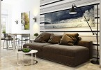 Коричневый диван в гостиной