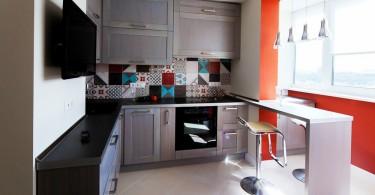 Интерьер совмещённой с балконом кухни