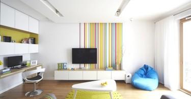 Радужные полоски в интерьере гостиной