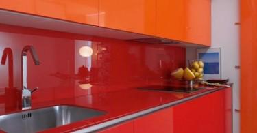 Мобильная кухня в шкафу