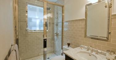 Интерьер ванной с золотыми элементами