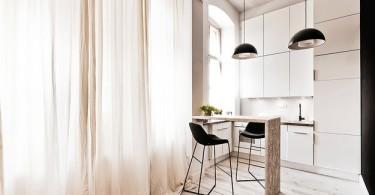 Чёрные акценты в интерьере белой кухни