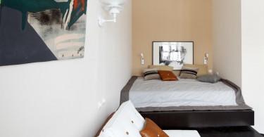 Интерьер компактной спальни для холостяка