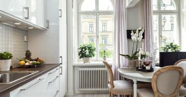 Интерьер роскошной столовой в квартире-студии