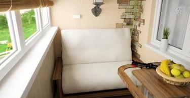 Мягкое кресло на маленьком балконе
