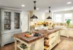 Интерьер светлой островной кухни