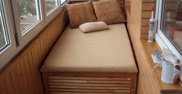 Кровать с нишей на балконе