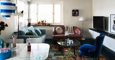 Интерьер гостиной с синими акцентами