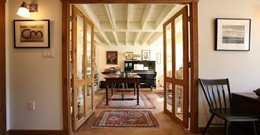 Интерьер музыкальной комнаты в гараже