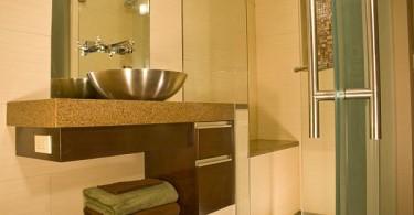 Стальные элементы в оформлении ванной комнаты