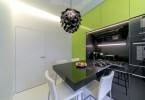 Интерьер небольшой кухни в бело-салатовом цвете