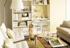 Большой шкаф в маленькой гостиной