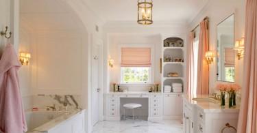 Интерьер ванной с женским будуаром