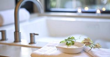 Банные принадлежности в ванной