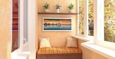 Скамья с подушками на балконе