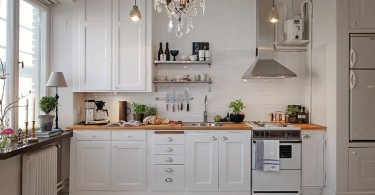 Интерьер роскошной кухни в белом цвете
