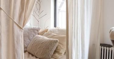 Маленькая спальня за шторами