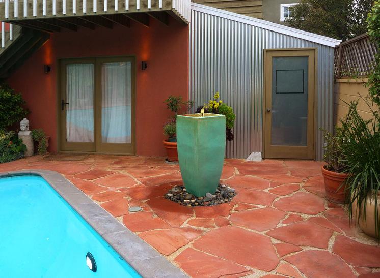 Терраса у бассейна возле гаража