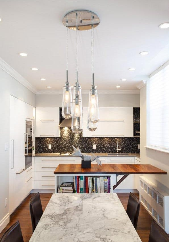 Идея хранения для маленькой квартиры. Раскладной стол в столовой