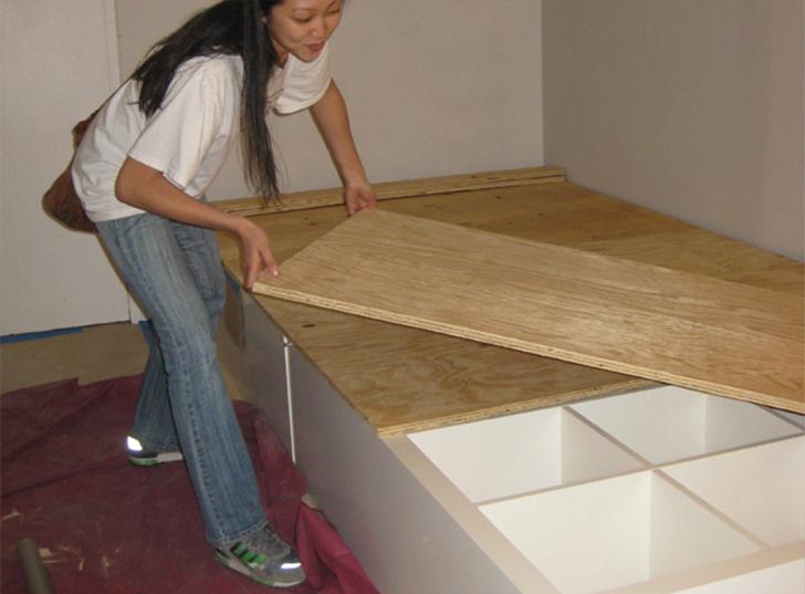 Процесс установки кровати подиума