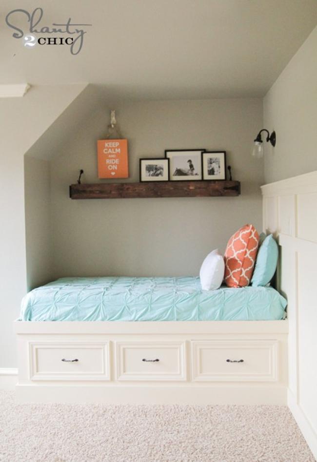 Шедевральное использования пустующего места под диваном
