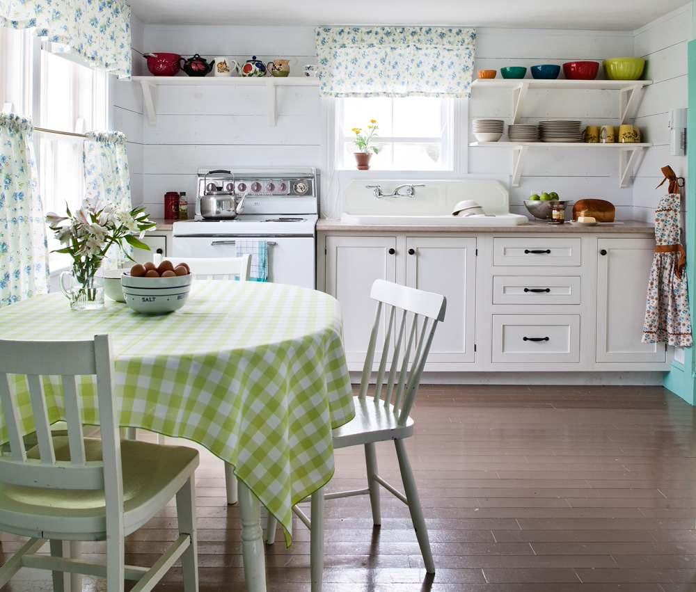 Деревянный пол на кухне