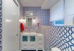 Впечатляюще динамичный дизайн ванной комнаты