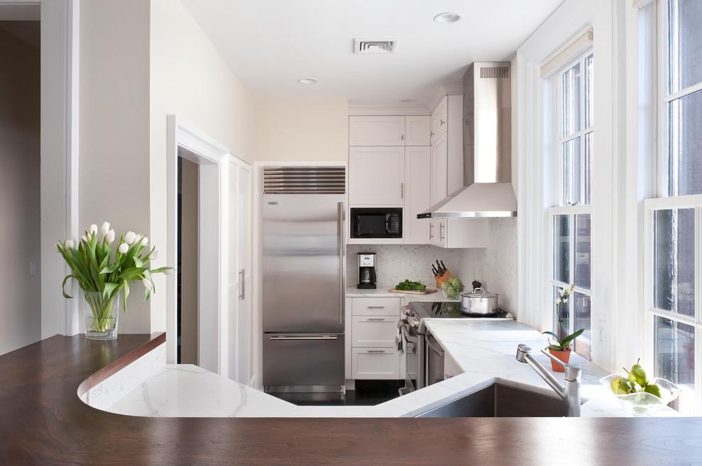 Белоснежное оформление маленькой кухни