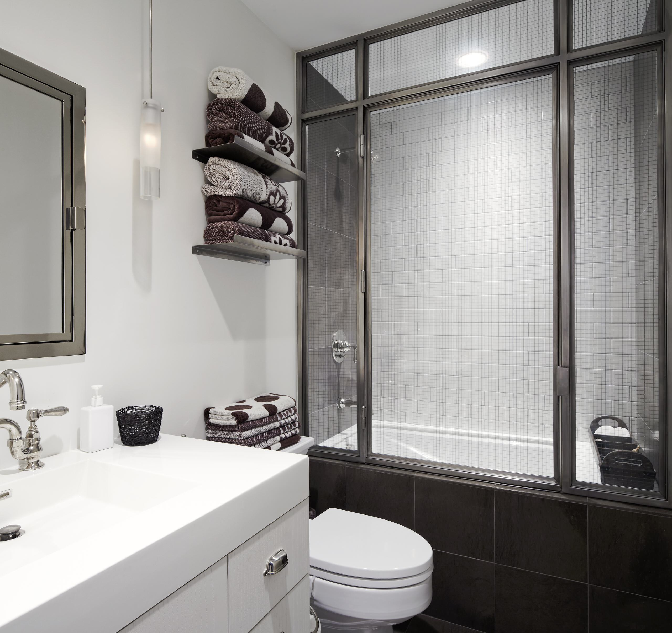 Настенные полки для полотенец в ванной