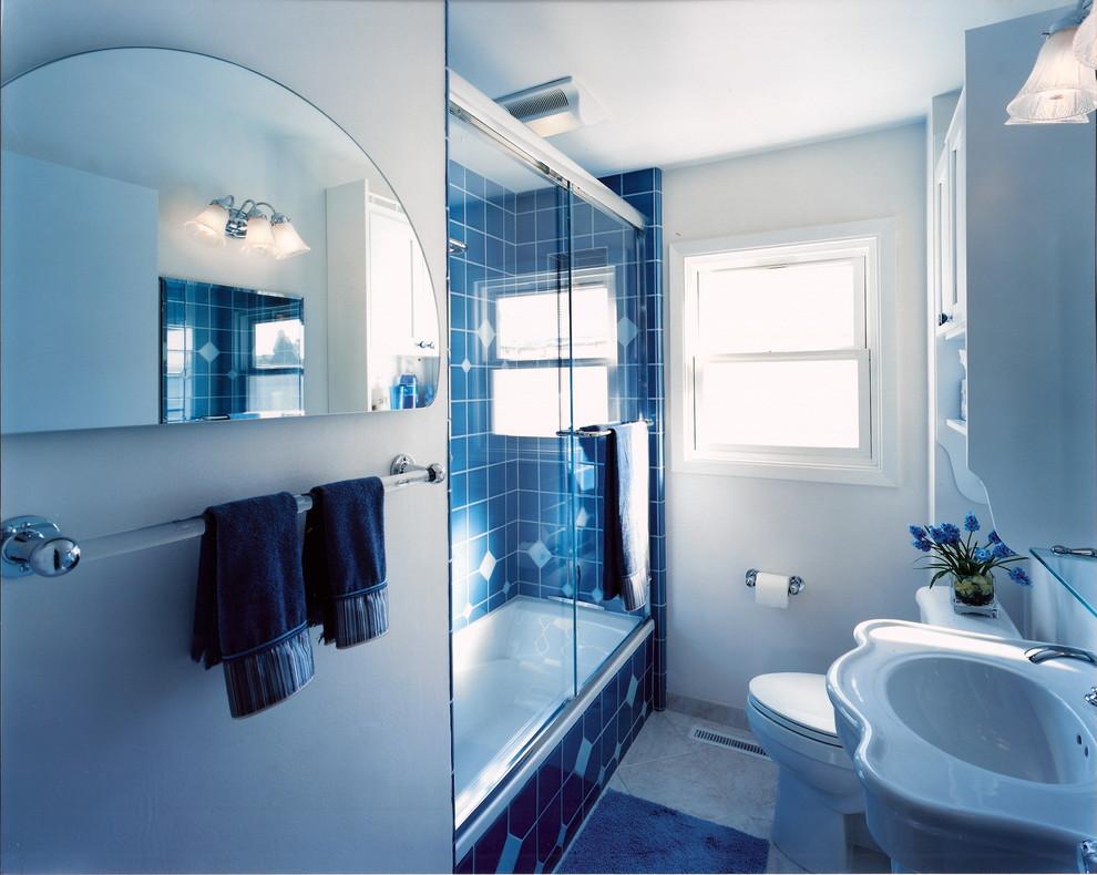 Синее оформление ванной