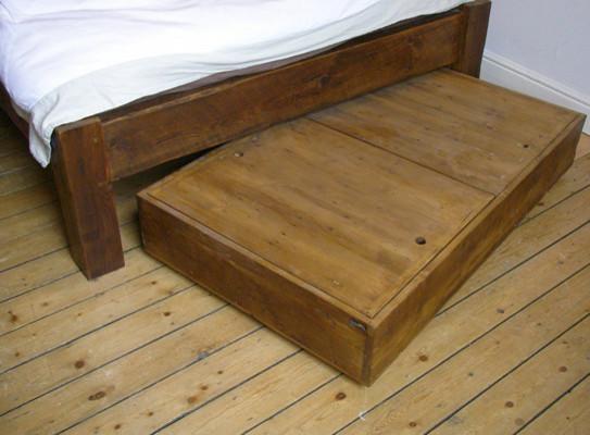 Деревянный ящик под кроватью