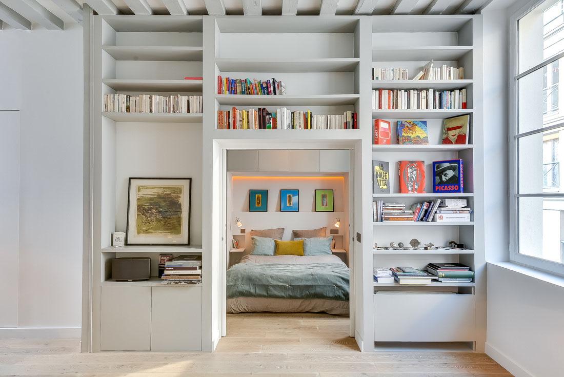 Смелый минималистский дизайн маленькой квартиры.