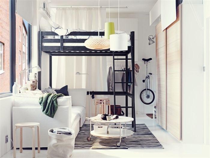 Двухуровневая кровать над диваном