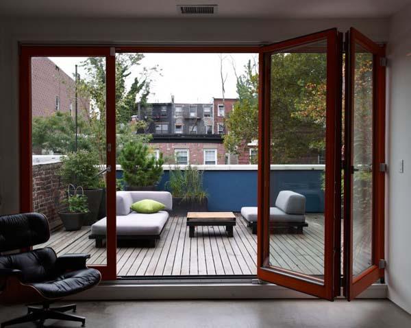 Стеклянные двери на террасу