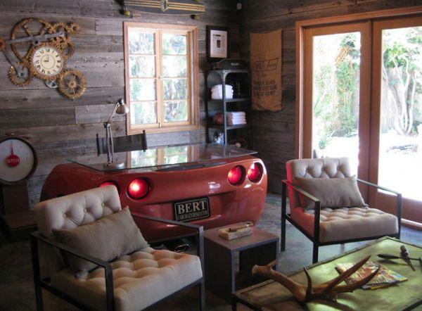 Письменный стол-бампер в гостиной