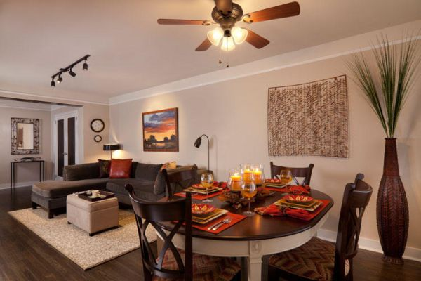 Уютная гостиная в естественных тонах
