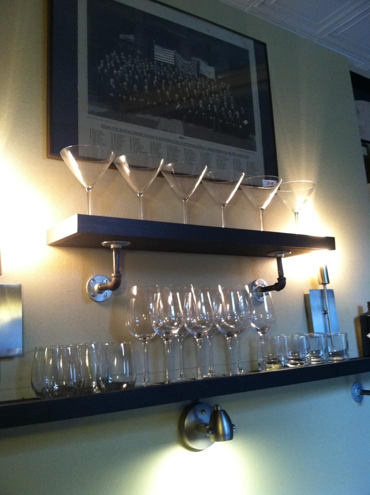 Настенные полки для бокалов и стаканов