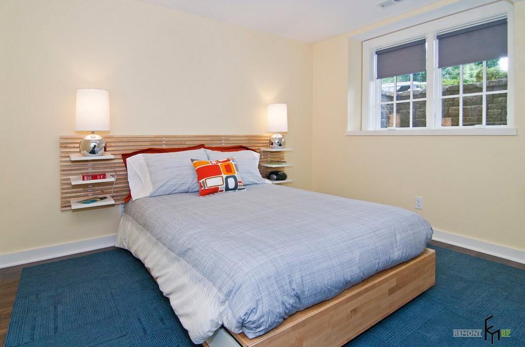 Минималистическая спальня в подвальном помещении