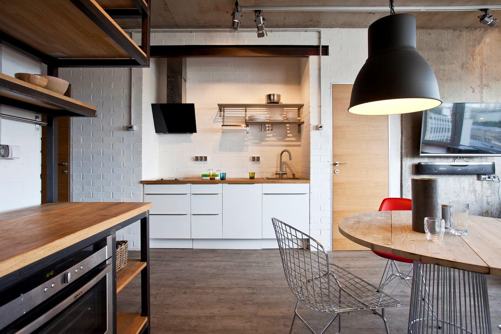 Кухня дизайнерской квартиры-студии в России
