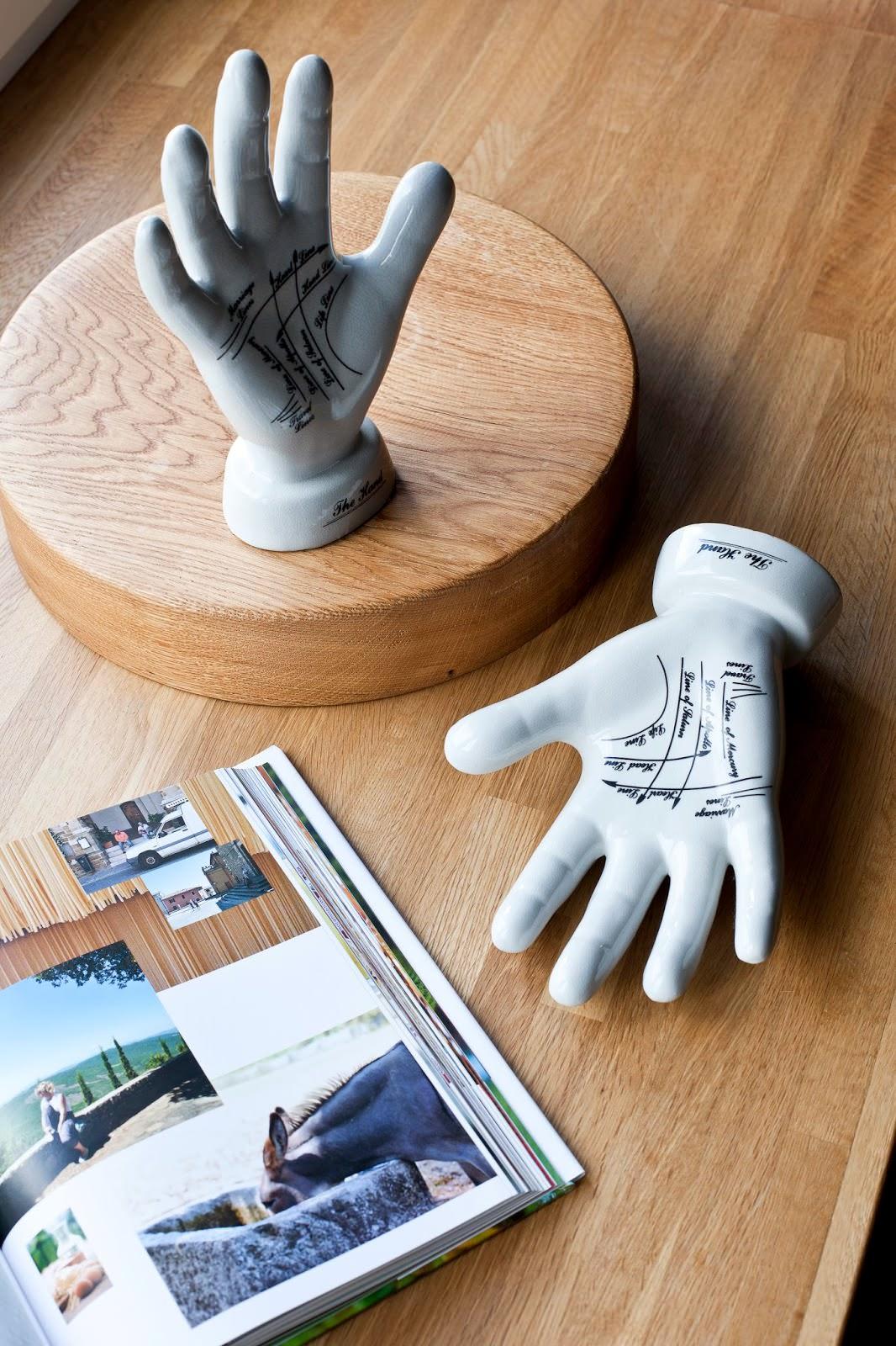 Декоративные элементы в дизайнерской квартире-студии