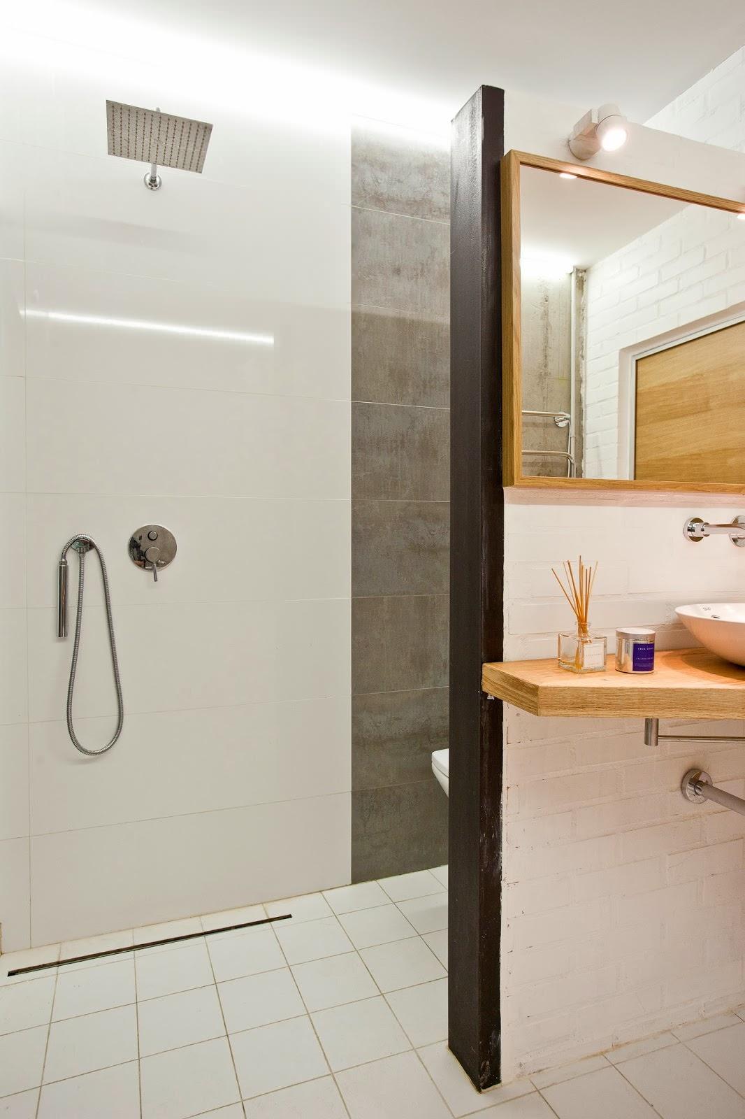 Ванная дизайнерской квартиры-студии в России