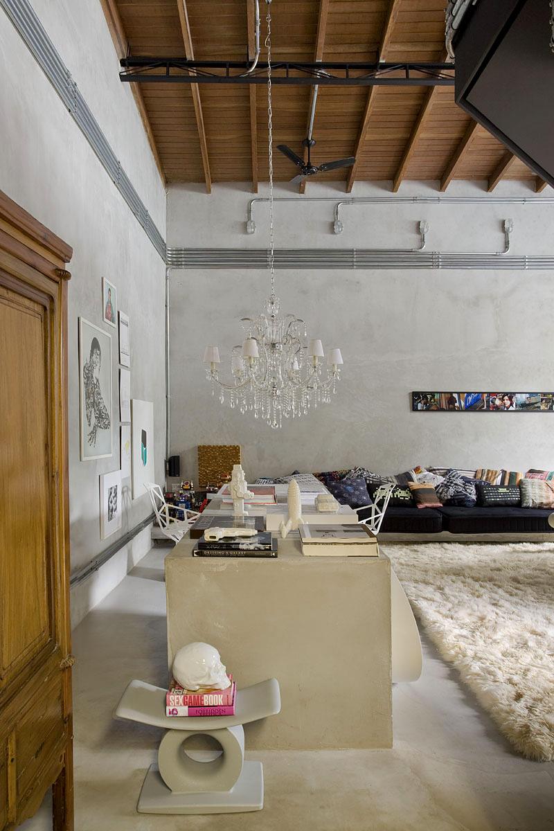 Гостиная комната с потрясающим ковром