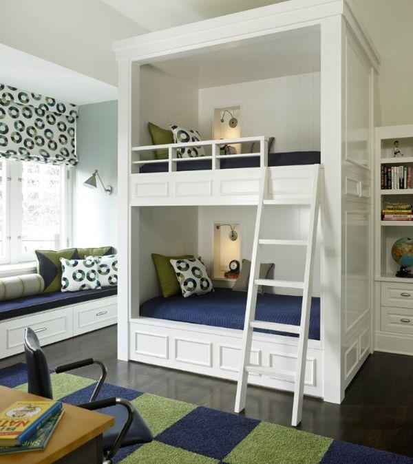 Двухуровневая кровать с одинаковыми спальными местами