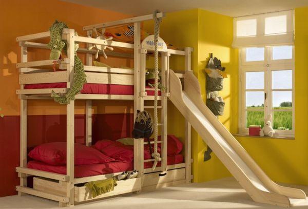 Двухуровневая кровать с развлекательными элементами