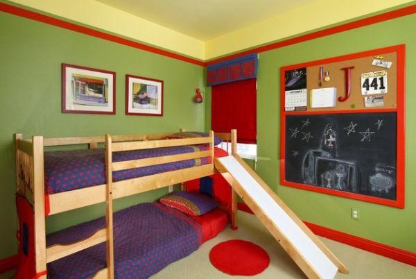 Двухуровневая кровать с горкой в небольшой детской