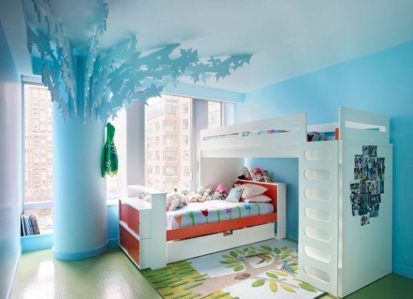 Яркая голубая детская комната