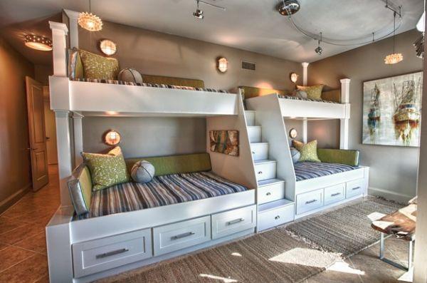 Ступеньки-шкафчики между кроватями в детской