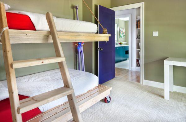 Двухуровневая кровать с мобильным нижним ярусом