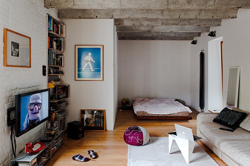 Интерьер спальни малогабаритной квартиры в Словакии